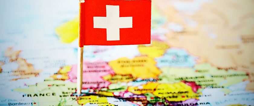 Which European strategy should Swiss banks adopt?